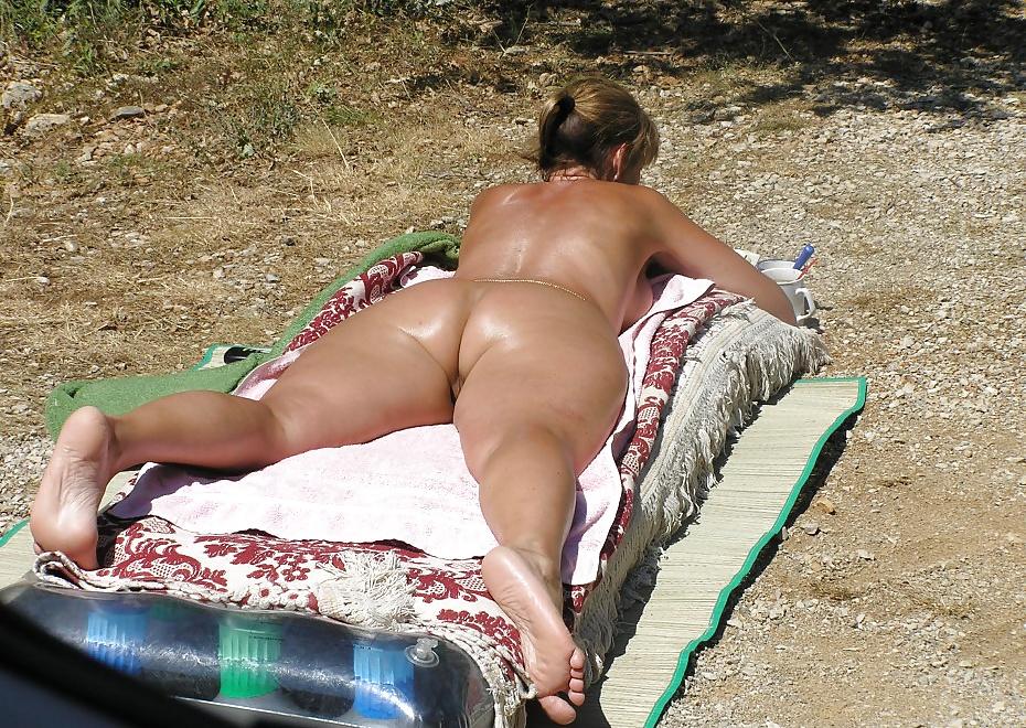 enormt bröst naken