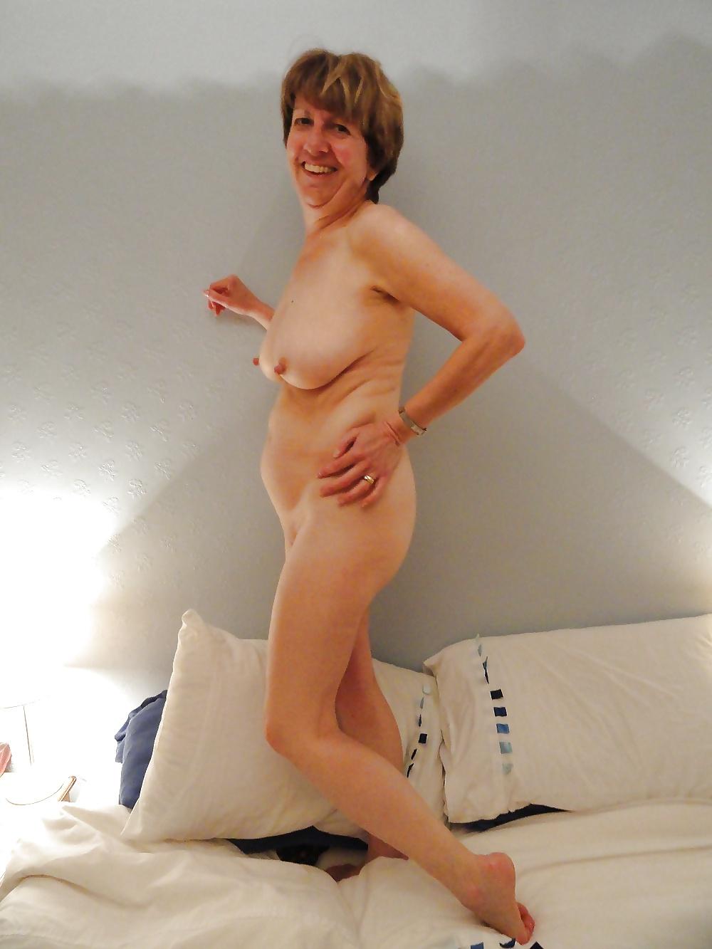 Naken hemmafru