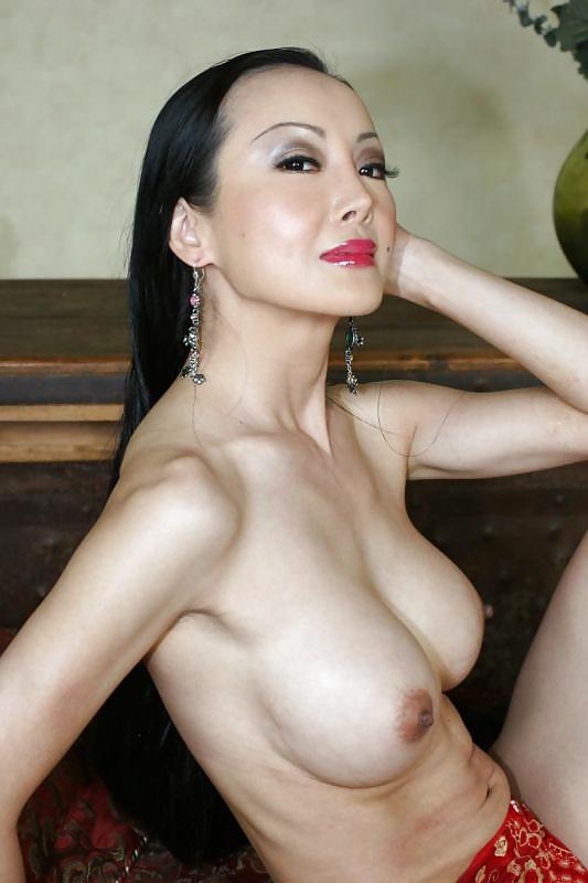 Asiatiska skönheter är fria i alla ställen