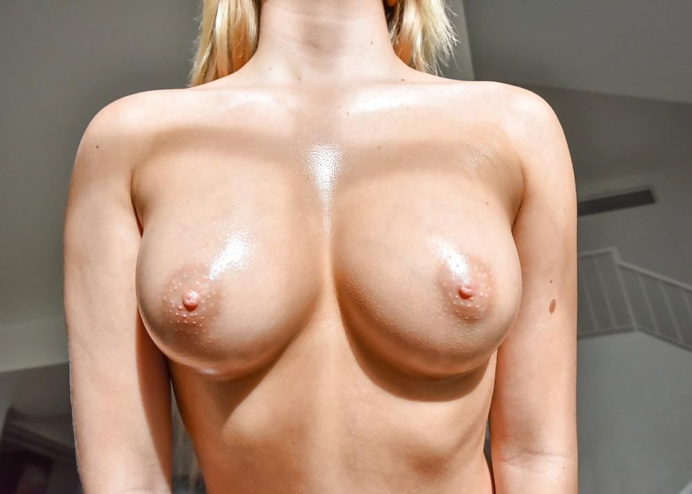 Nakenbilder av blonda tikar
