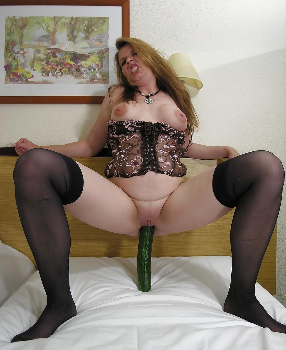Äldre kvinnor gör sex med gurka eller banan