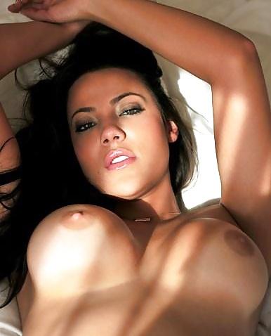 Skönheter med små bröst