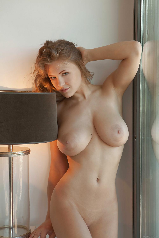 Vackra knubbiga bröst gratis