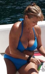 Mormor med stora bröst gratis