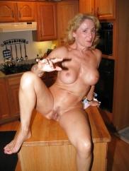 Nakenbilder av mogna amatörer farmödrar