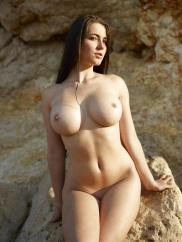 Vackra naken med naturliga bröst